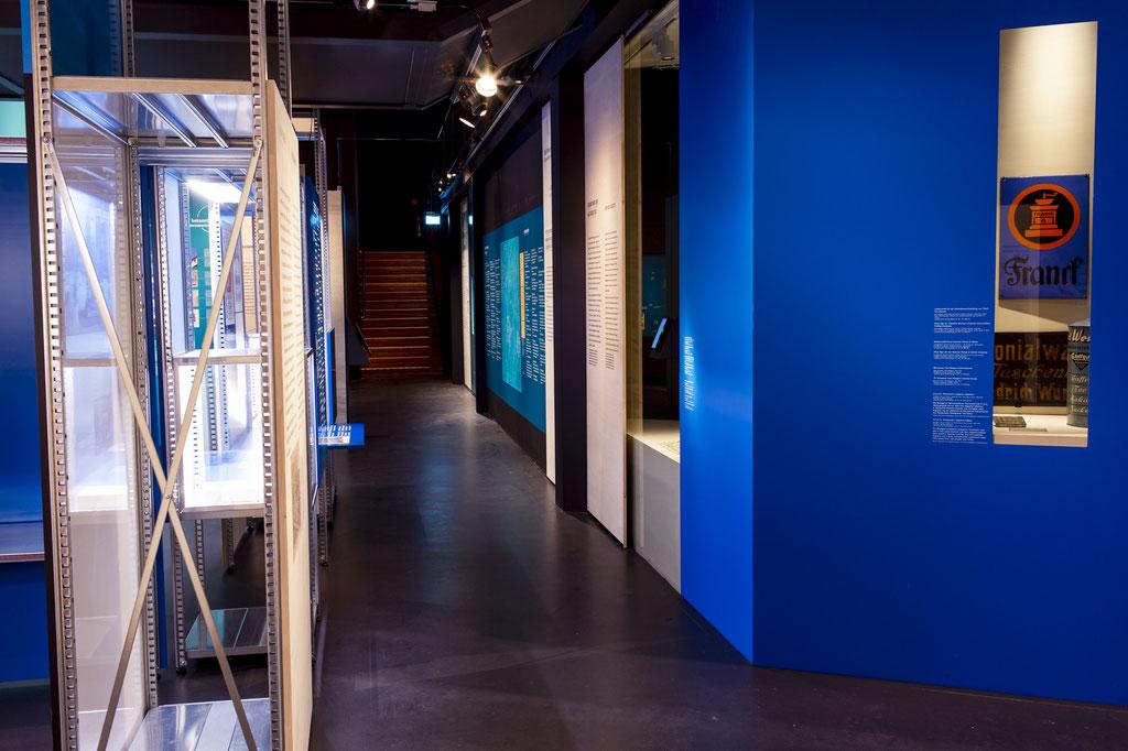 Innenausbau, Museumsbau, Objektbau von Wienss Innenausbau aus Welzheim für die Region Stuttgart, Reutlingen und weit darüber hinaus... das Lindenmuseum Stuttgart von www.wienss-innenausbau.de - kräftiges Blau