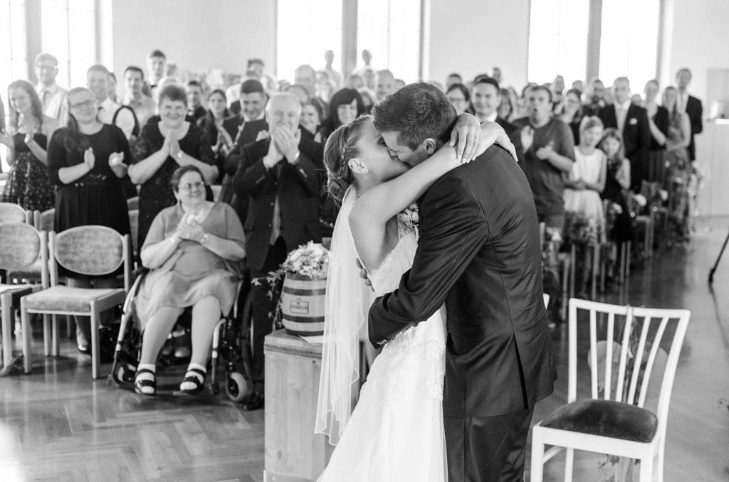 Hochzeitsfotograf Esslingen - Hochzeitskuss