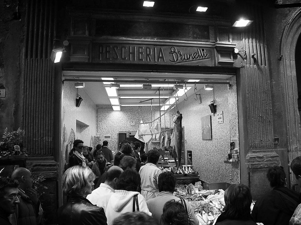 Fischhändler Brunelli, Bologna Italien