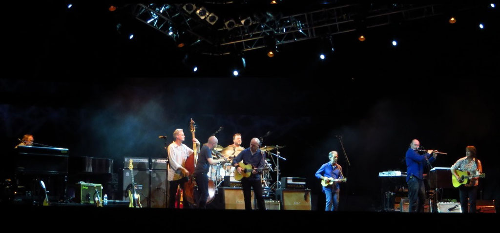v.l.n.r.: Jim, Glenn Worf, John McCusker, Ian Thomas, Mark Knopfler, Richard Bennett, Mike McGoldrick , Guy Fletcher