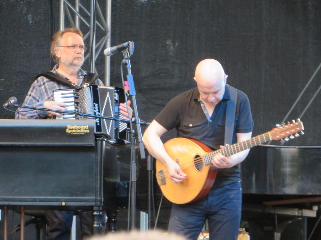 v.l.n.r.: Jim Cox: Akkordeon; John McCusker: Mandoline