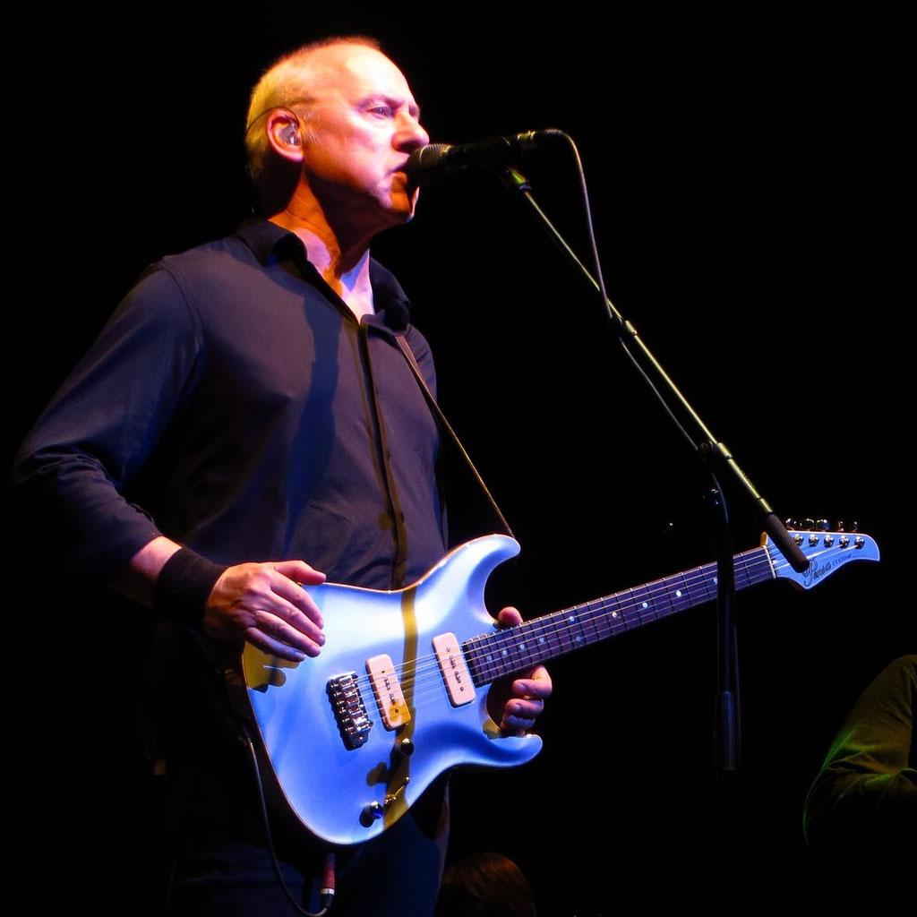 Gitarre: Pensa (blau) ; gespielt: Kingdom of Gold