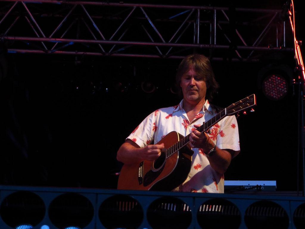 Guy Fletcher: Gitarre