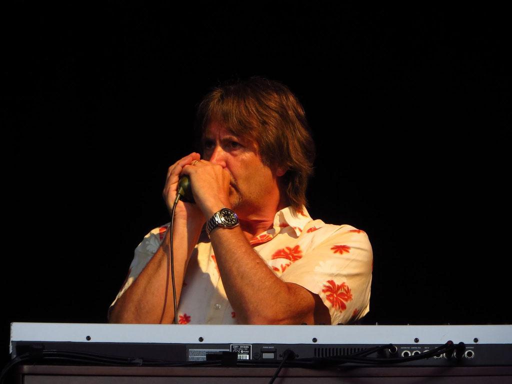 Guy Fletcher: Mundharmonika