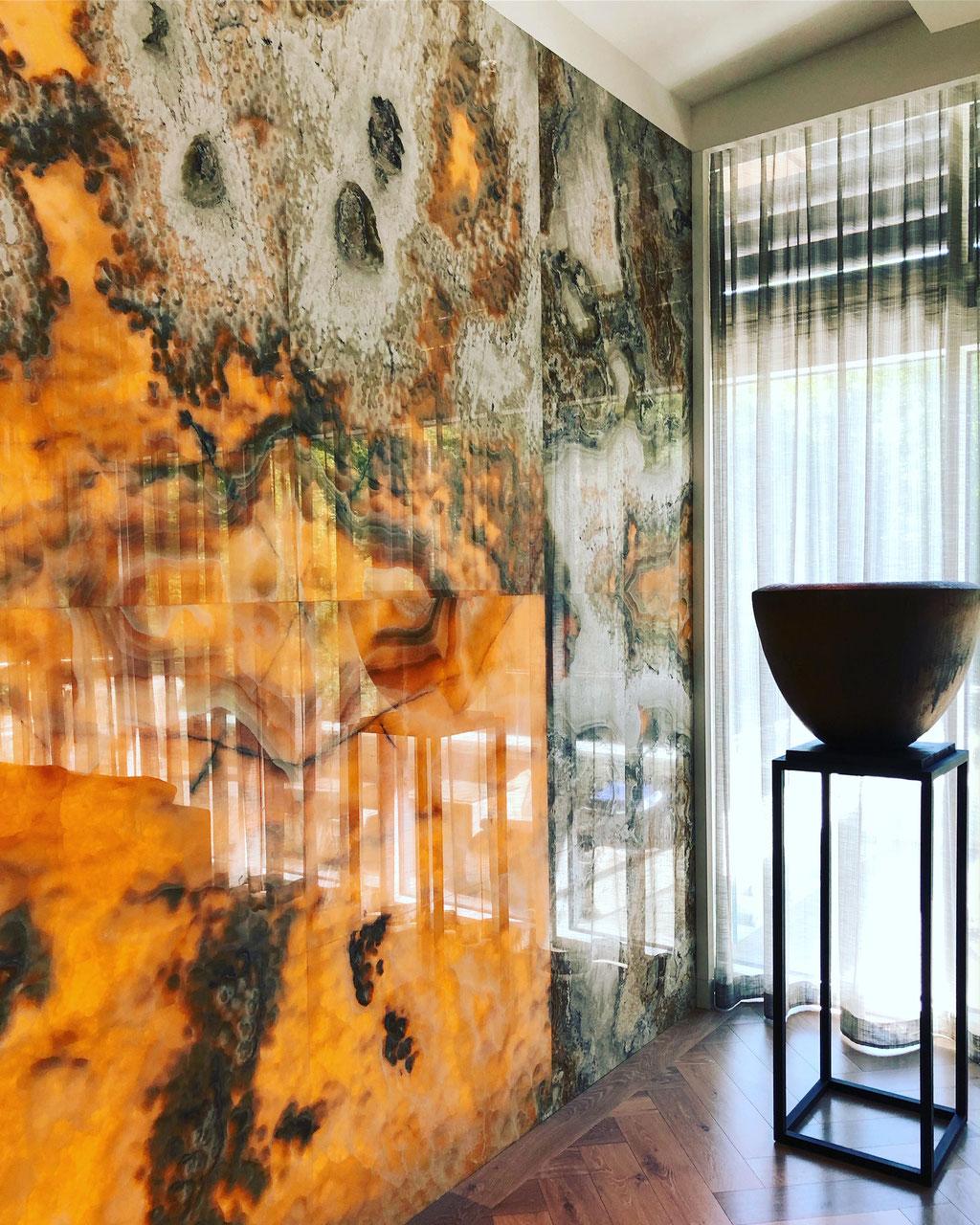 Arco Iris backlit wall