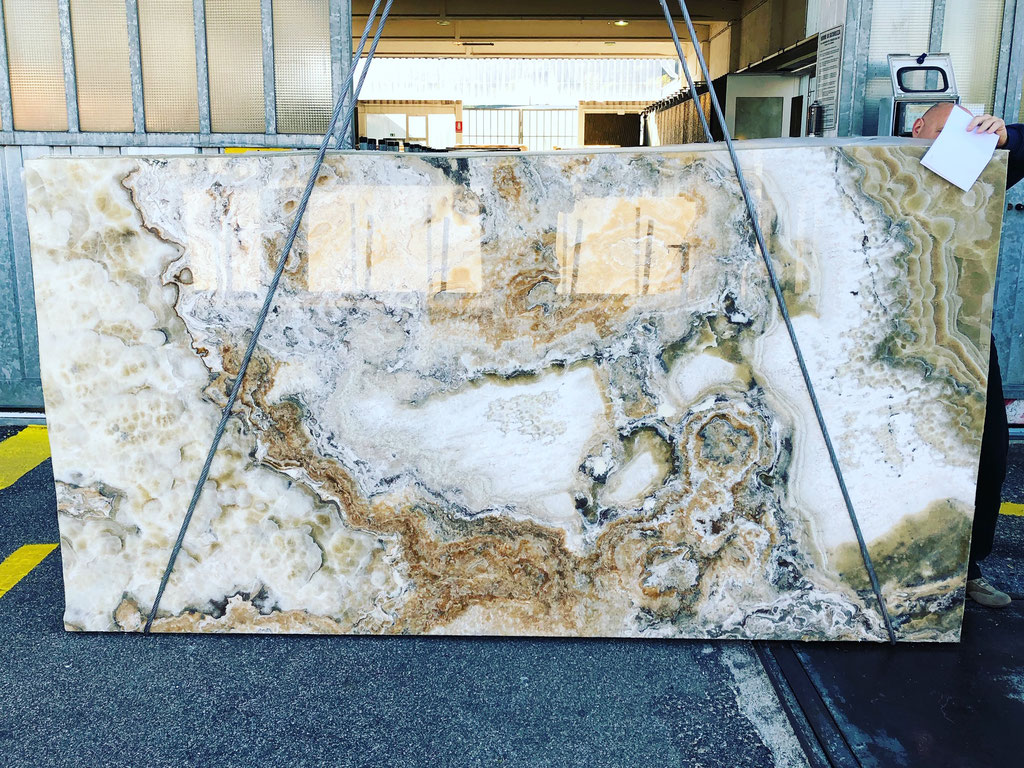 The selection of the Onyx slabs in Italy