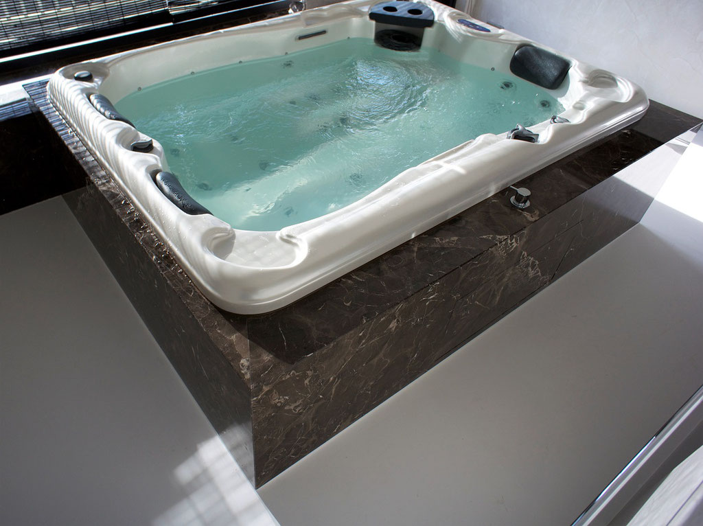 Jacuzzi in Oriental Brown (made for Atre)