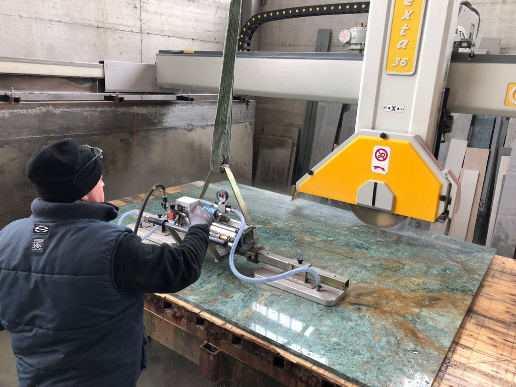 Cutting the marble slabs