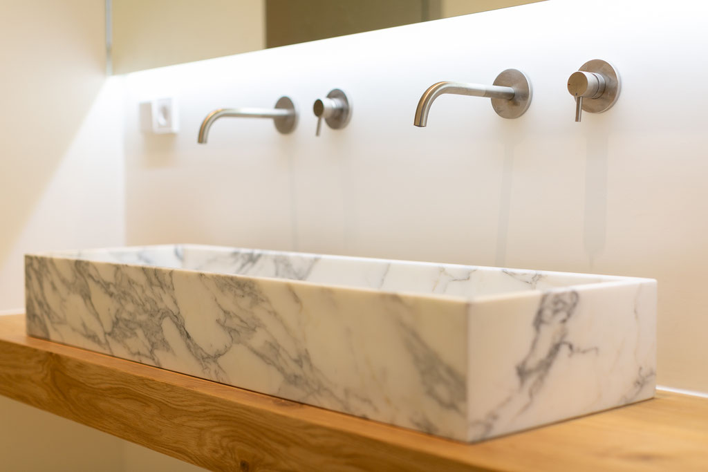 Calacatta marble combined with wood