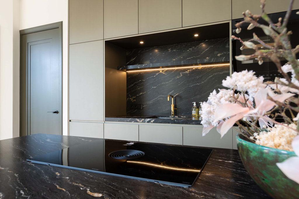 Luxe keuken in zwart graniet