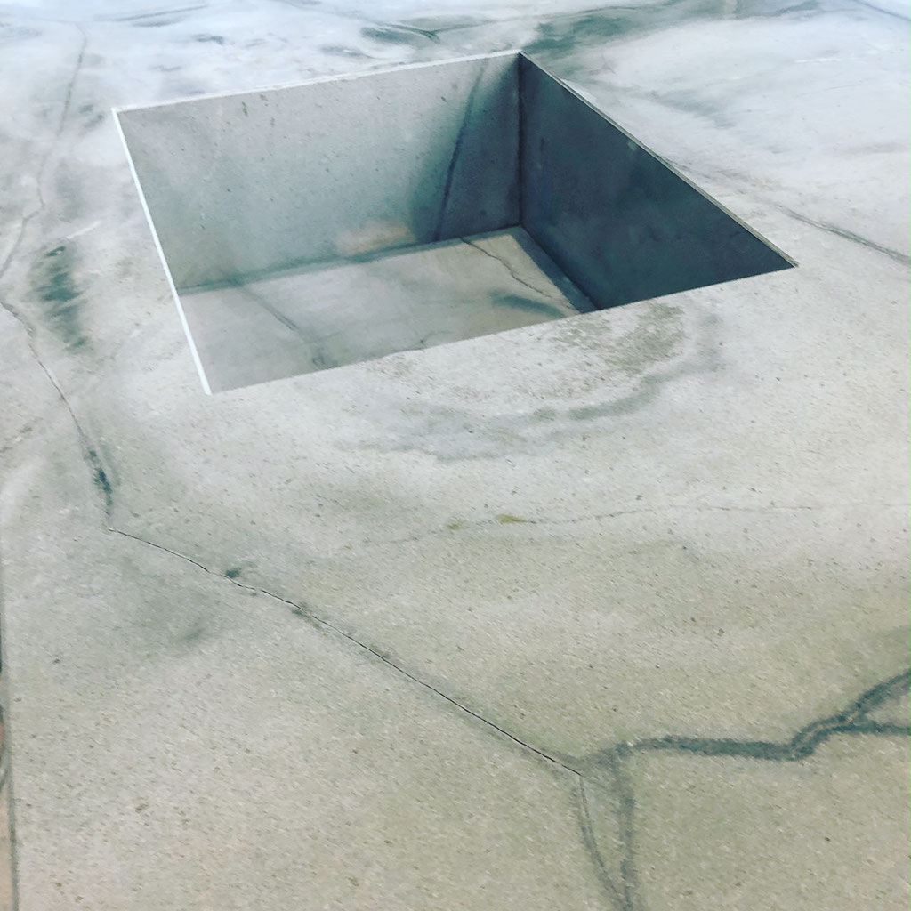De granieten spoelbak geheel in verstek verlijmd