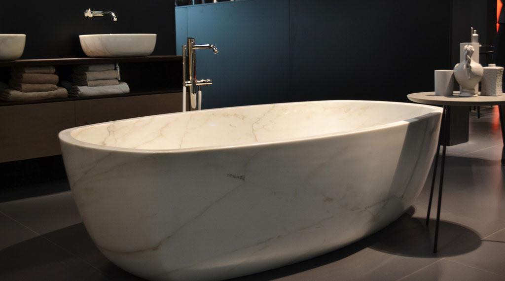 Calacatta marble massive bath
