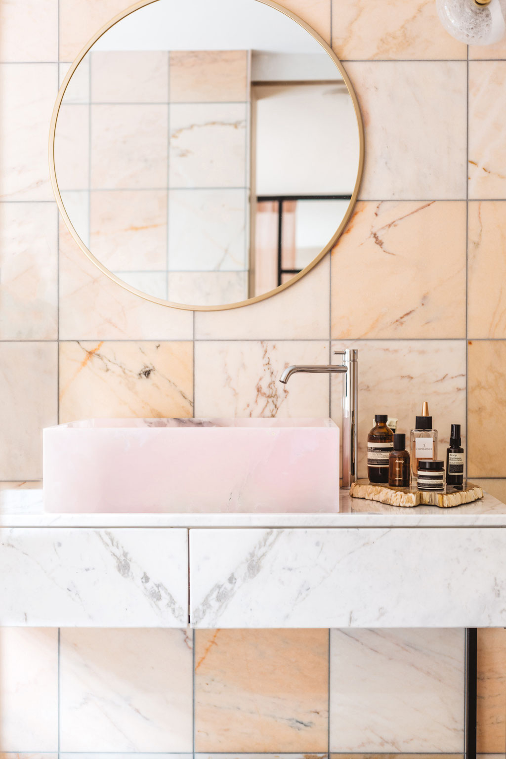 Pink Onyx and salmon pink marble. Design by EN Atelier. photo by Iris Duvekot