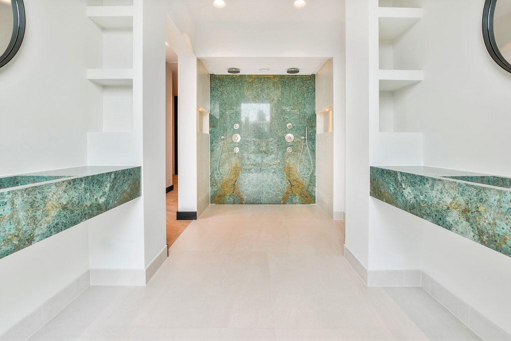 Turquoise marmer badkamer