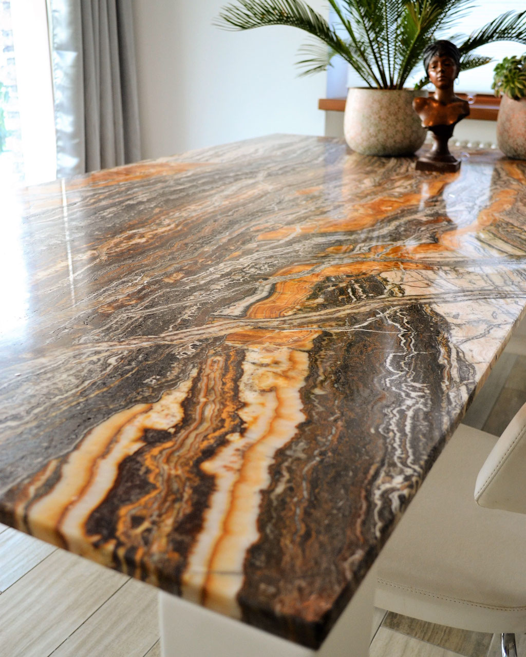 Onyx Jurrasic table