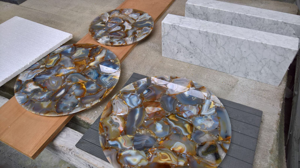 The Agate Rubane precious stone table tops.