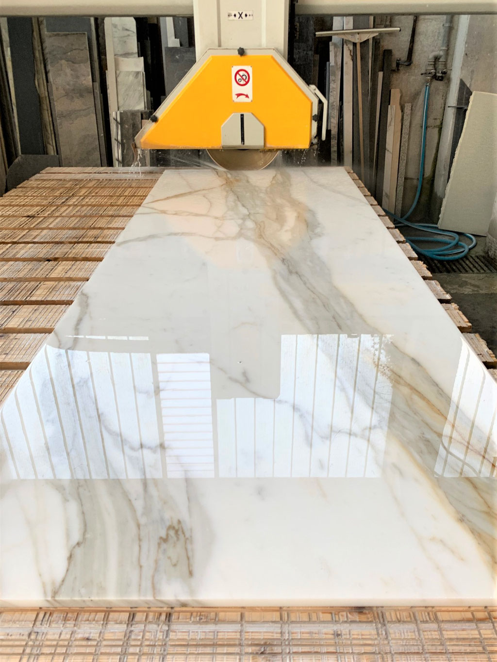 Calacatta Borghini marble in production
