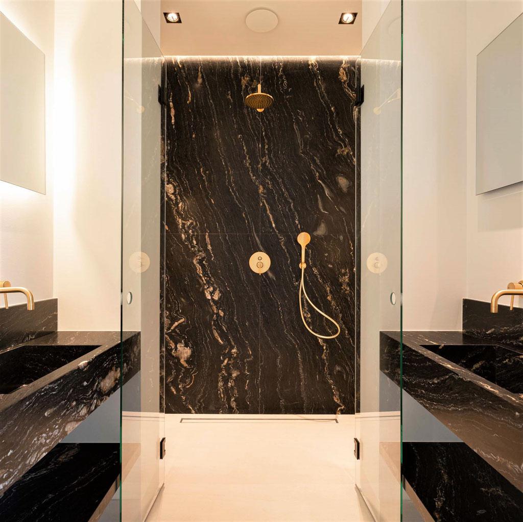 Luxe natuursteen badkamer