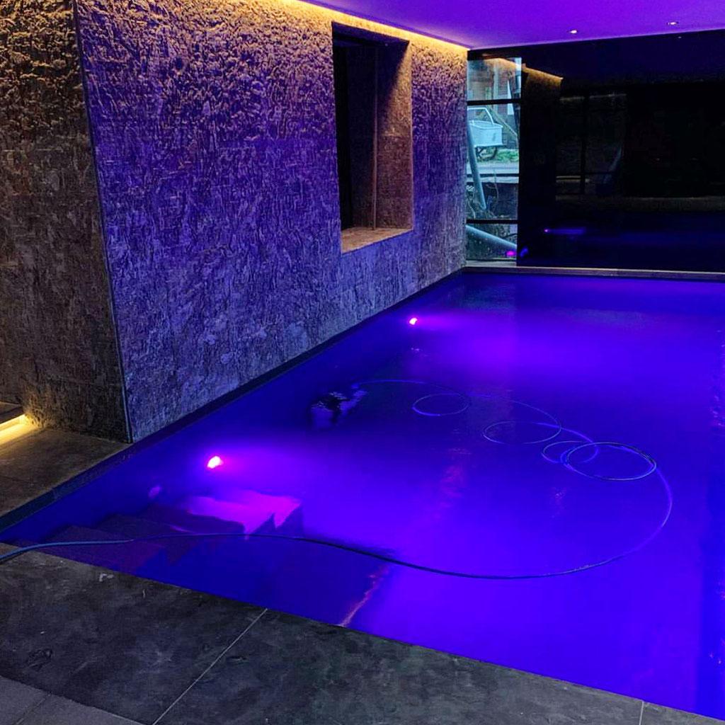 Zwembad van Kosmus graniet