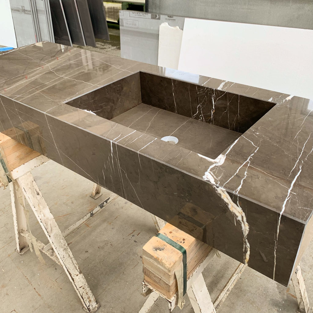 Marmer wastafel in productie