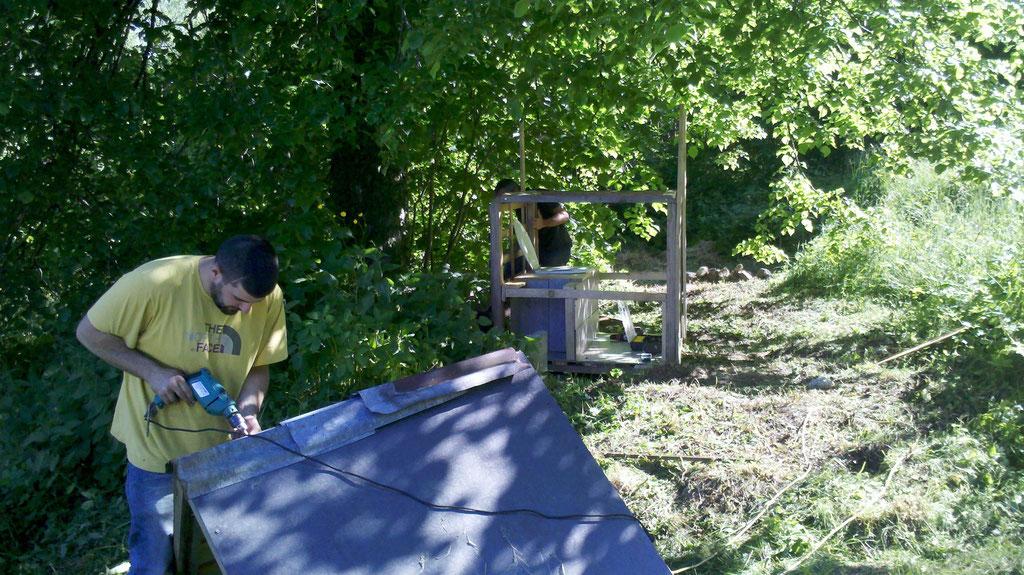 Construction d'un toilette sec pour la fete de l'amap