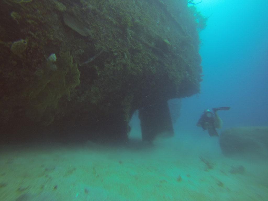 Am Wrack eines 1945 gesunkenen, deutschen Frachters vor ROATAN / HONDURAS