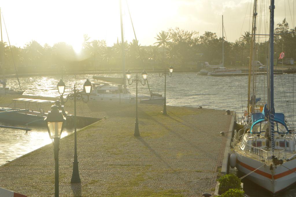 In Uturoa an der Pier