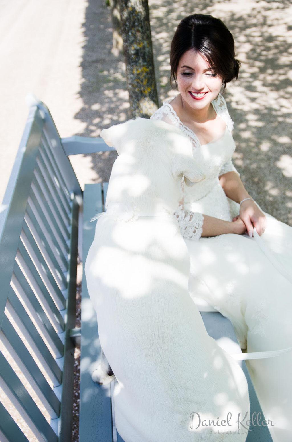 Braut mit Hund / Schloss Favorit Rastatt / Daniel Keller Hochzeitsfotograf