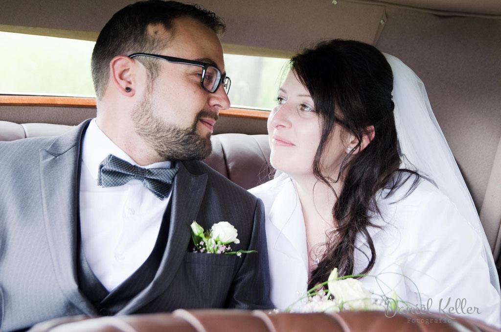 Brautpaar im Auto Rolls Royce / Daniel Keller Hochzeitsfotograf Kehl Offenburg Baden-Württemberg