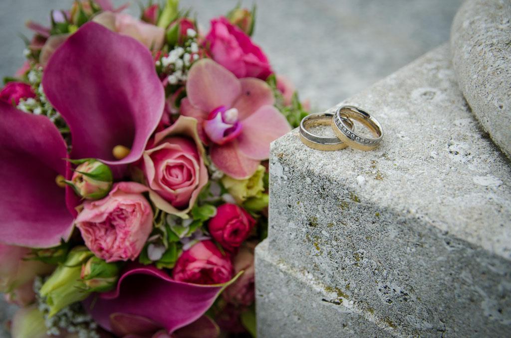 Hochzeitsfotograf Offenburg Daniel Keller / Felix-Burda Park Brautstrauß mit Eheringe