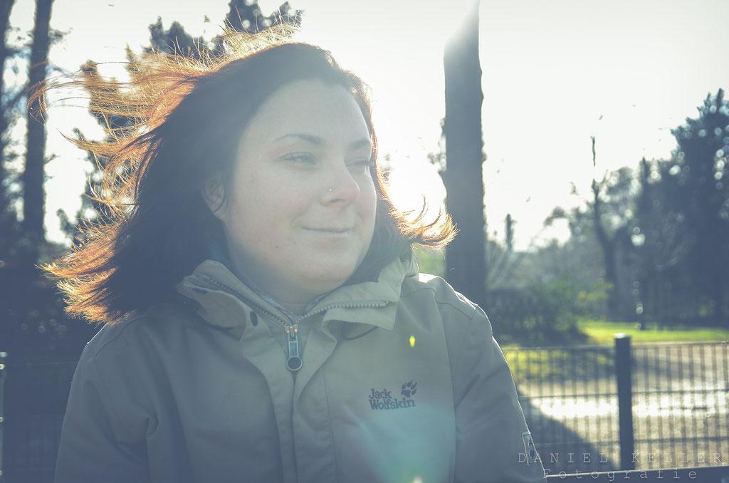 Portrait im Park mit Gegenlicht / Daniel Keller Portraitfotograf Kehl