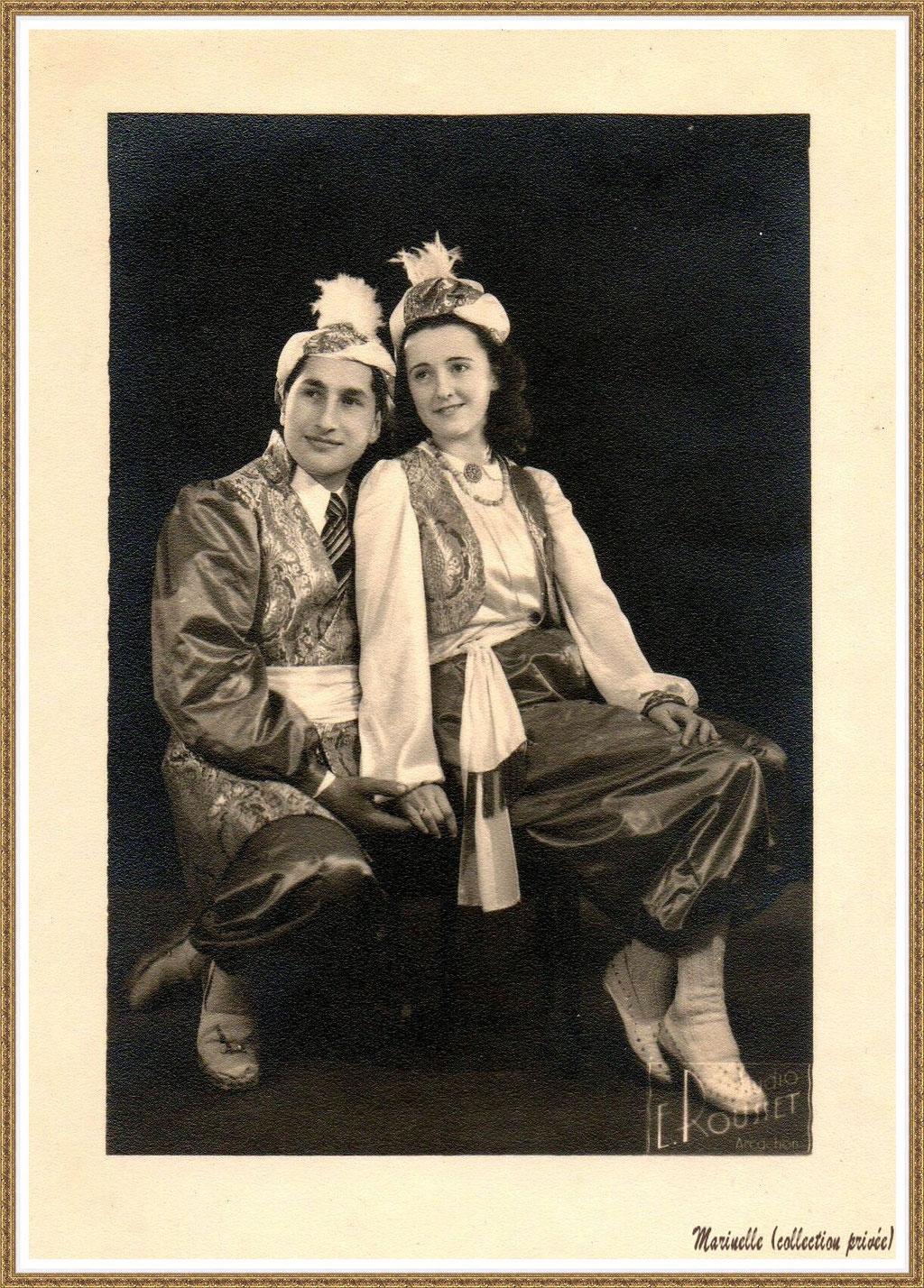 """Gujan-Mestras autrefois :  mes parents (vers 1947) en tenue costumée à l'occasion d'un bal à thème à la salle """"Florida"""", Bassin d'Arcachon (photo, collection privée)"""