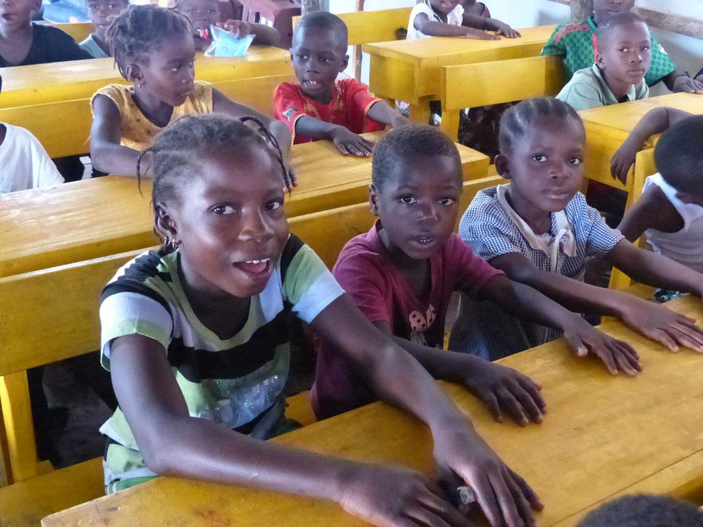 Schulkinder in der Vorschule Meyingbé