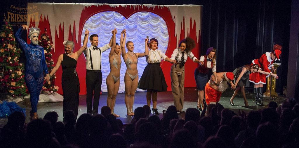 Zoe Scarlett Burlesque Revue, zur Weihnachtszeit im Häbse- Theater in der Schweiz.