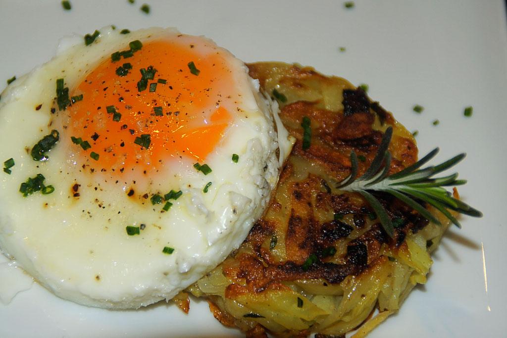 Frühstück: Röstitaler mit Spiegelei