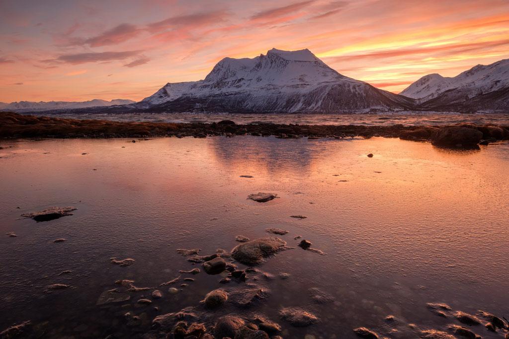 Bentsjordtinden, view over Straumsfjorden, Kvaløya