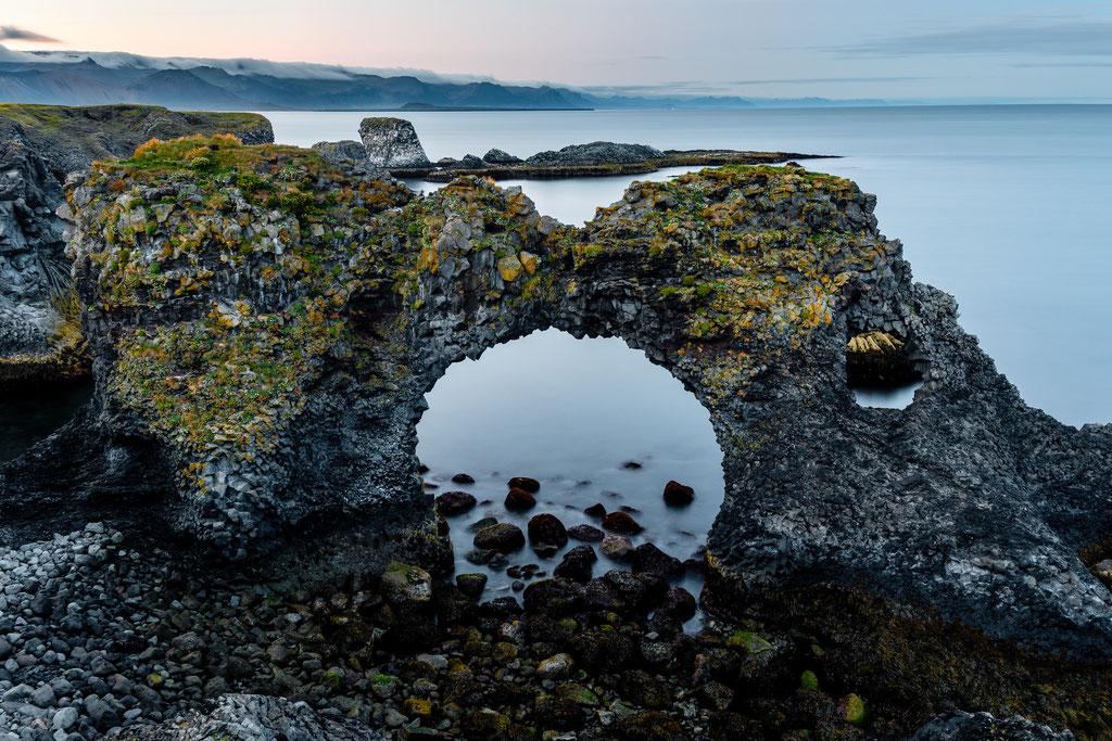 Snæfellsnes Gatklettur  Arch rock Felsentor