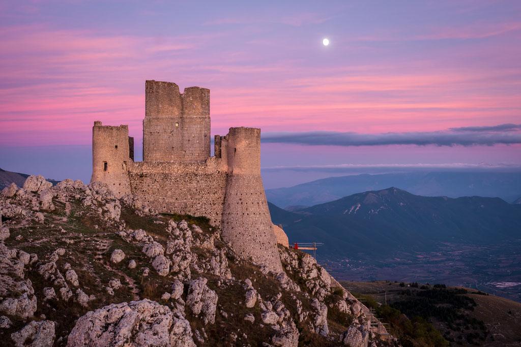 Rocca Calascio- auch bei Sonnenuntergang schön (bzw. bei Mondaufgang)