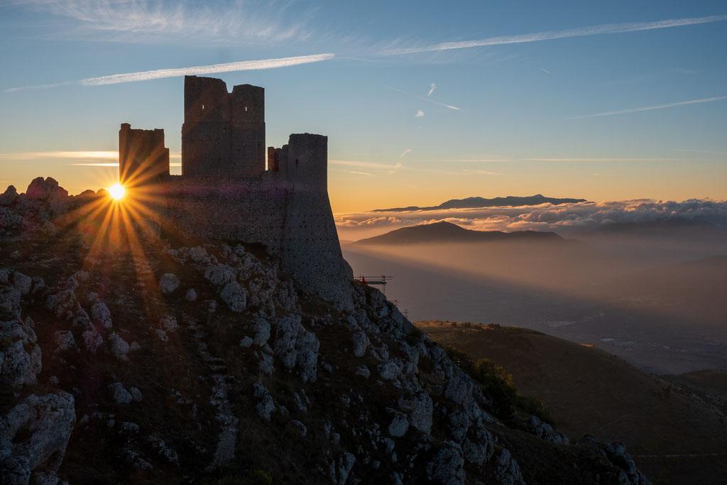 Sonnenaufgang an der Rocca Calascio