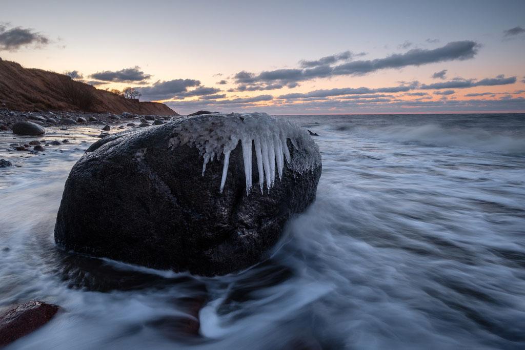 Eiszapfen am Meer