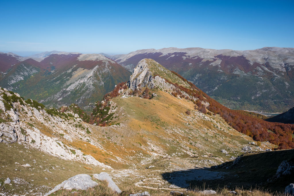 Landschaft an einem herrlichen Altweibersommertag am Passo Cavuto oberhalb von Civitella Alfedena
