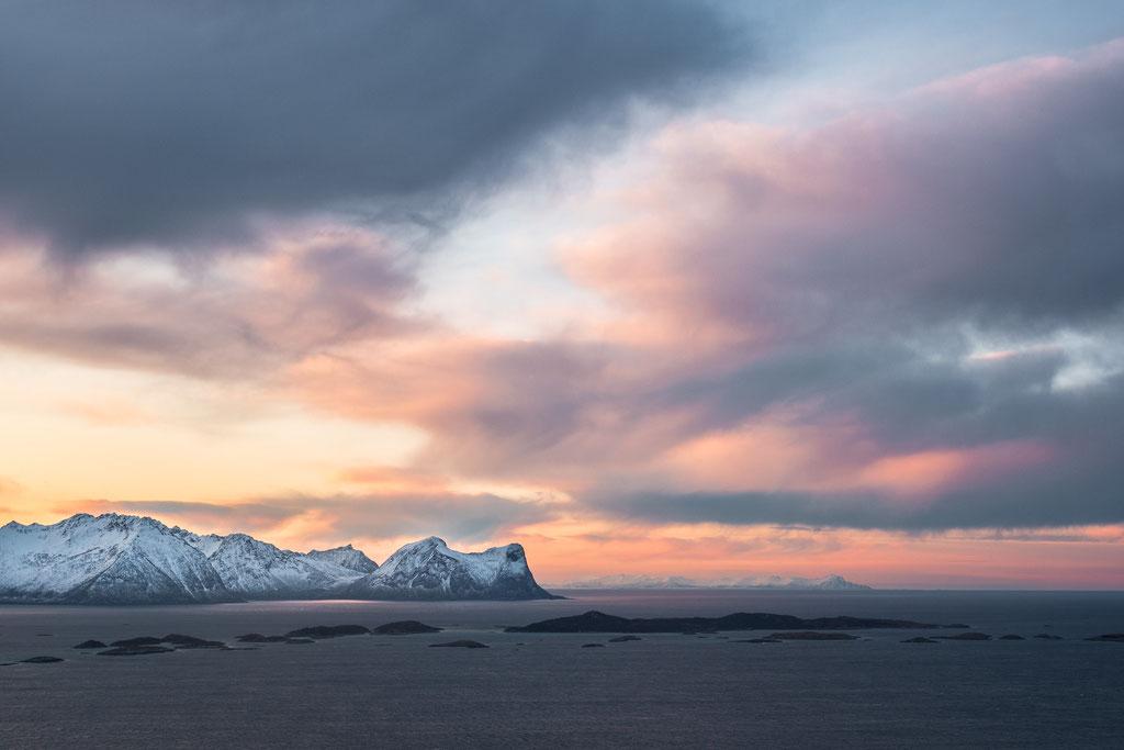 Arktische Meer- & Himmelslandschaft bei Skaland, Senja