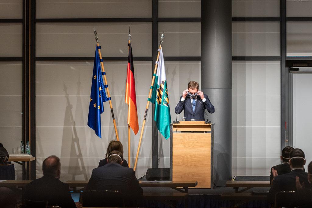 Sächsischer Ministerpräsident Michael Kretschmer bei einer Landtagssitzung während der Corona-Pandemie (2020)