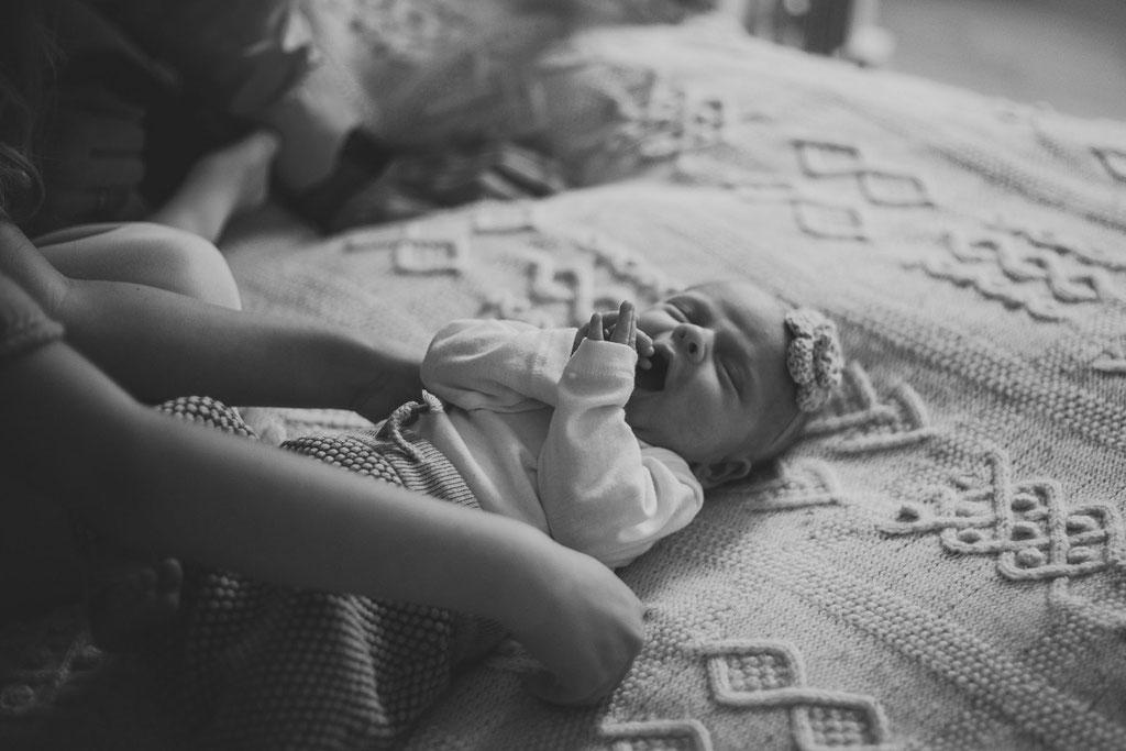 Newborn Baby Foto schwarz-weiß Hamburg