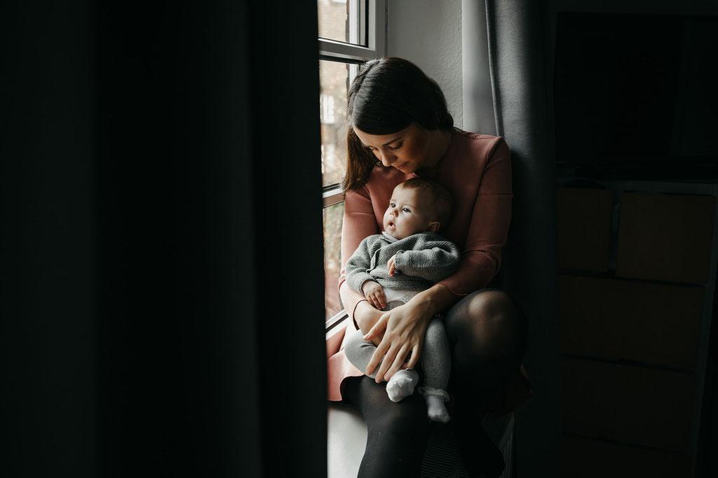 Mama und Tochter Zuhause