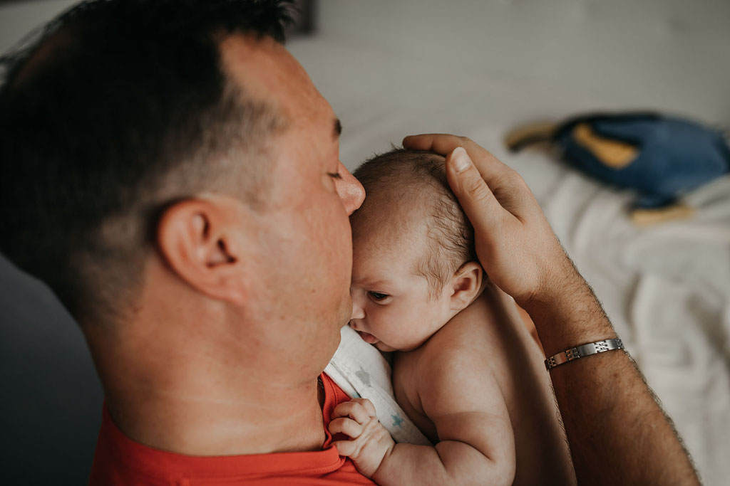 Papa und Baby fotografiert in Berlin