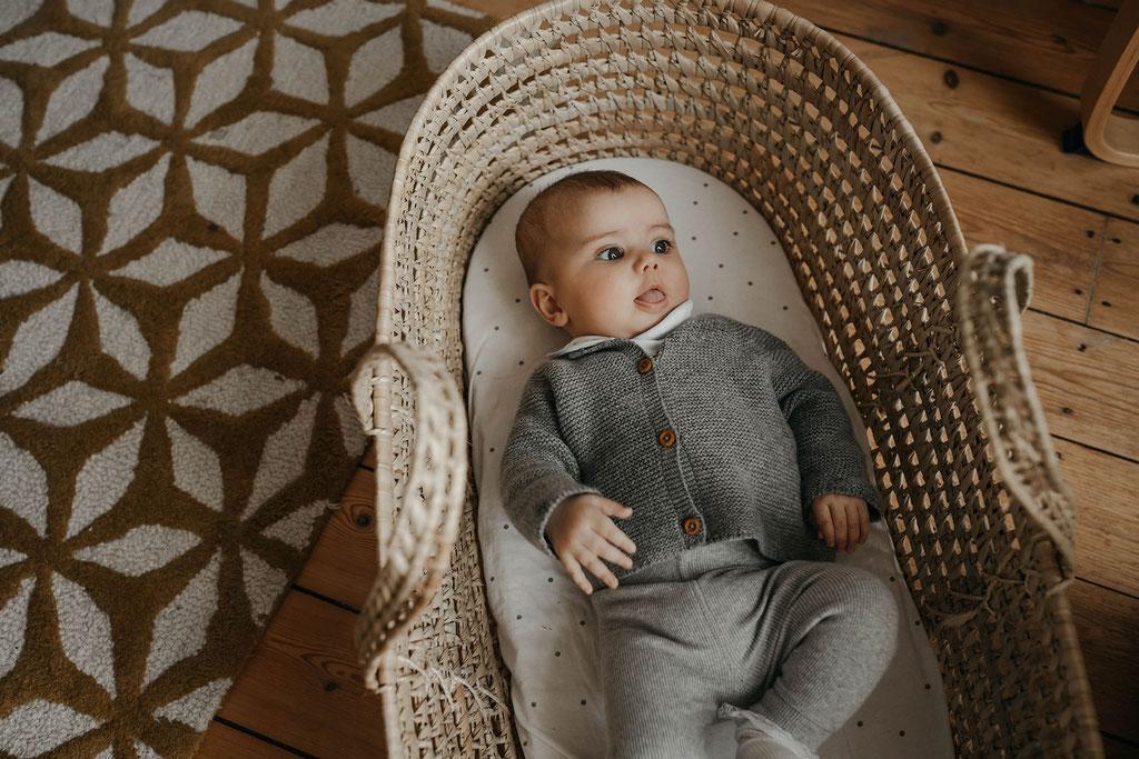 Baby in Babykorb Fotografin Hamburg