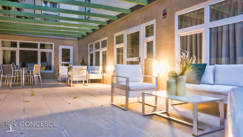 Terraza exterior Residencia Mayores Concesol