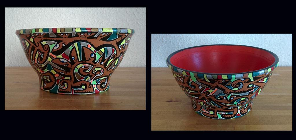 pot en terre cuite n°1/ diamètre 23cm/ hauteur : 11cm/ peinture et markers acrylique/ finition vernis brillant/ indisponible