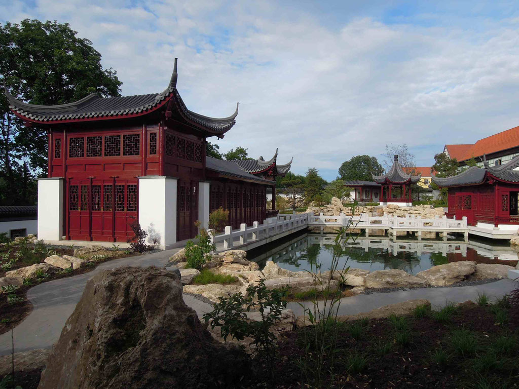 Am Hochzeitspavillon im Chinesischen Garten Weißensee